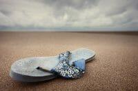 Beachcombing /  [a flip.jpg nggid03309 ngg0dyn 200x0 00f0w010c010r110f110r010t010]