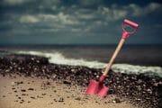 Beachcombing /  [digging in.jpg nggid03299 ngg0dyn 180x0 00f0w010c010r110f110r010t010]
