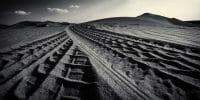 Dubai /  [desert tracks 7.jpg nggid03588 ngg0dyn 200x0 00f0w010c010r110f110r010t010]