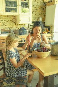 Family & Food (Bulgaria) /  [9.jpg nggid041709 ngg0dyn 200x0 00f0w010c010r110f110r010t010]