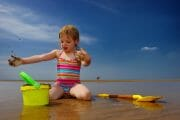 Portraits – Children /  [at play on the beach.jpg nggid03343 ngg0dyn 180x0 00f0w010c010r110f110r010t010]