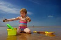Portraits – Children /  [at play on the beach.jpg nggid03343 ngg0dyn 200x0 00f0w010c010r110f110r010t010]