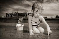 Portraits – Children /  [at play on the beach 2.jpg nggid03342 ngg0dyn 200x0 00f0w010c010r110f110r010t010]