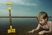 Portraits – Children /  [at play on the beach 3.jpg nggid03344 ngg0dyn 180x0 00f0w010c010r110f110r010t010]