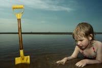 Portraits – Children /  [at play on the beach 3.jpg nggid03344 ngg0dyn 200x0 00f0w010c010r110f110r010t010]