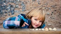 Portraits – Children /  [tabbys shells.jpg nggid03424 ngg0dyn 200x0 00f0w010c010r110f110r010t010]