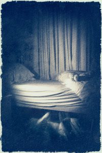 The Monster Under The Bed /  [19.jpg nggid041676 ngg0dyn 200x0 00f0w010c010r110f110r010t010]