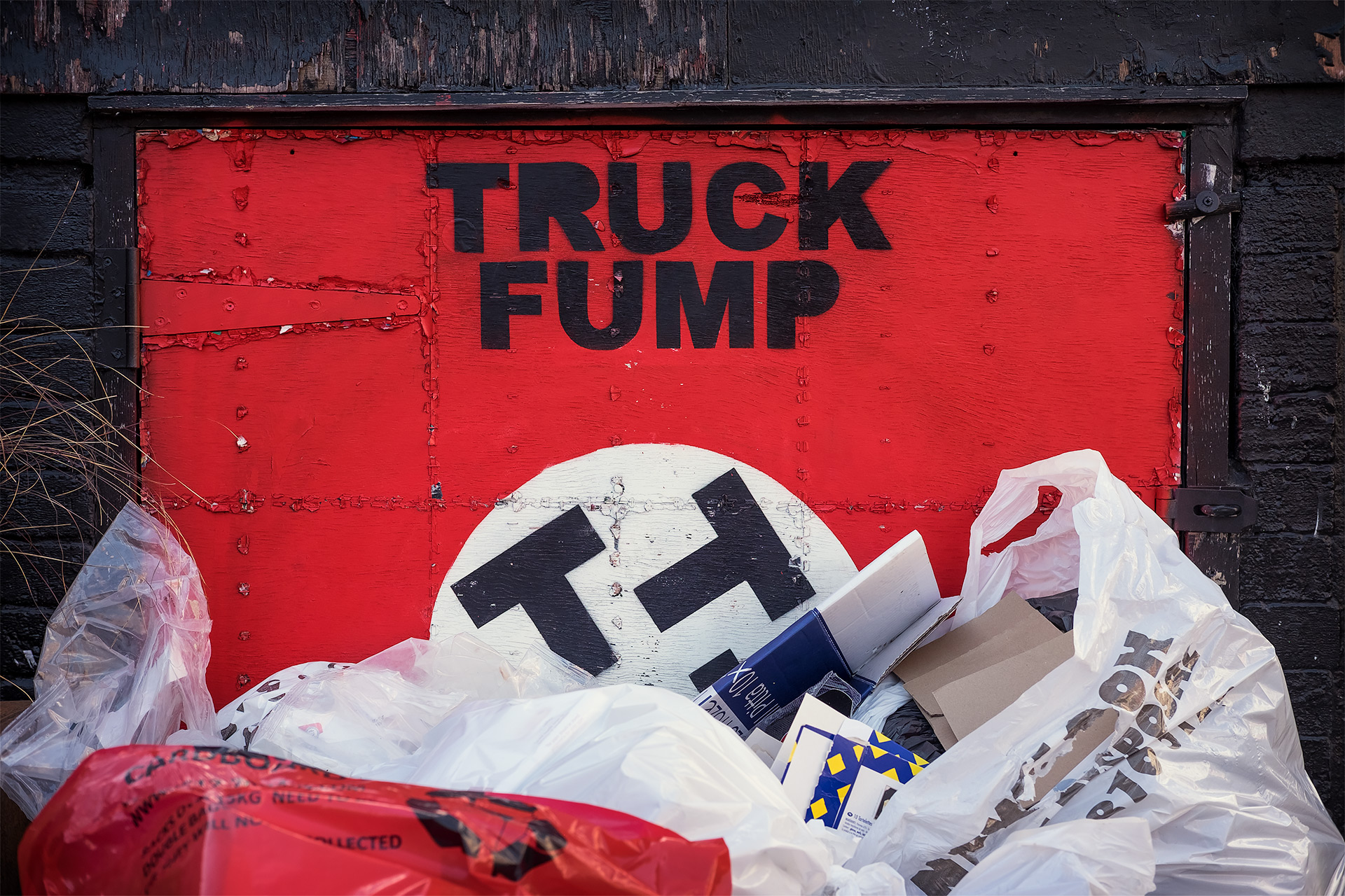 Truck Fump / Street Photography, Show the Original, Photography, Fujinon XF 35mm f/2, Fujifilm X-T1 [truck fump final]